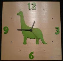 Horloge Dino fond taupe chiffres vert