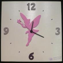 Horloge Fée rose vif fond blanc chiffres violine et parme
